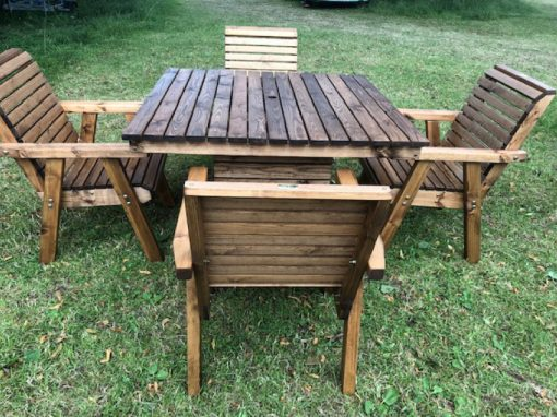 Pedestal Table with four chairs